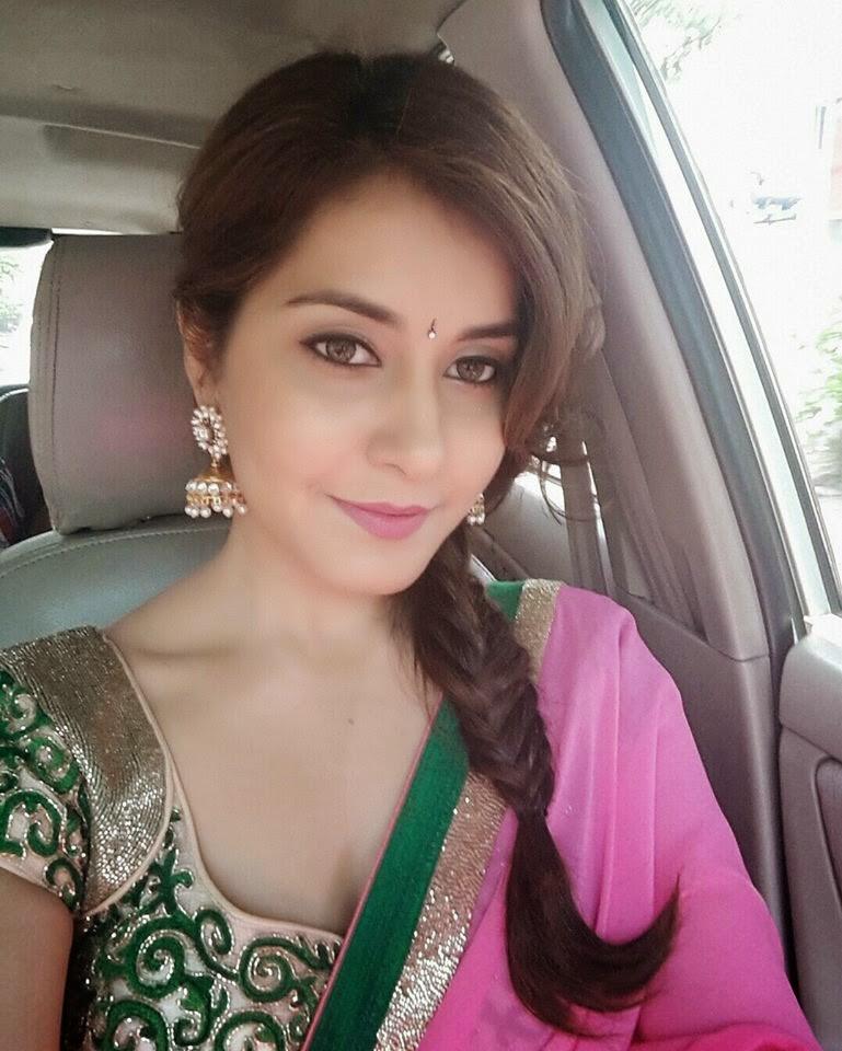 Tollywood Actress Rashi Khanna Hot Photo Gallery17