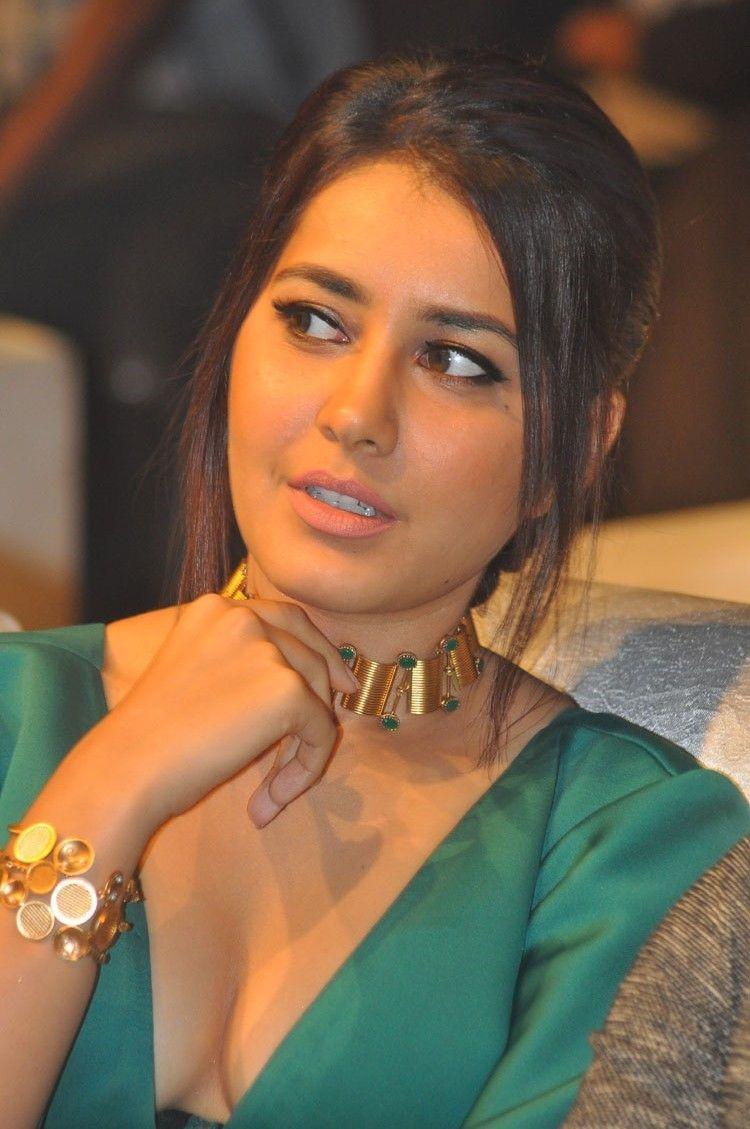 Tollywood Actress Rashi Khanna Hot Photo Gallery20