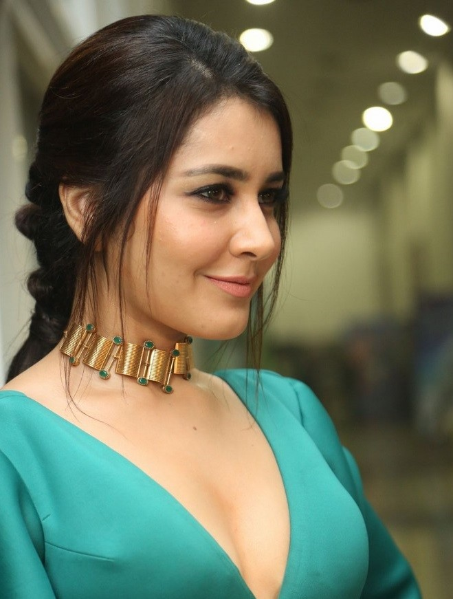 Tollywood Actress Rashi Khanna Hot Photo Gallery6