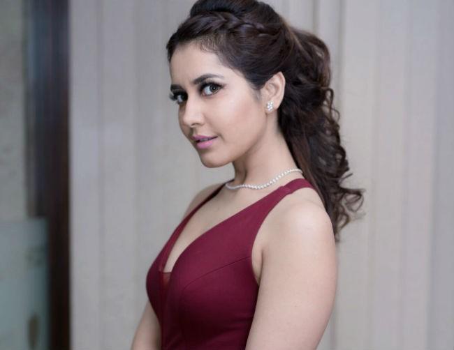 Tollywood Actress Rashi Khanna Hot Photo Gallery